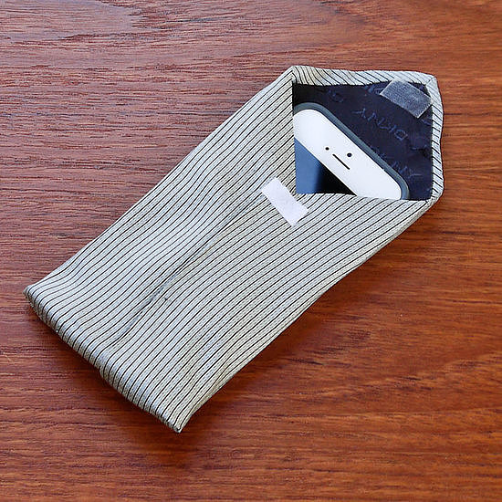 iPhone Tie Phone Cover #DIY #Christmas #gifts #trendypins