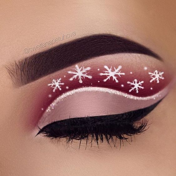 White Snowflakes on Red Base Eyeshadows with Glitter Outline #Christmas #makeup #beauty #trendypins