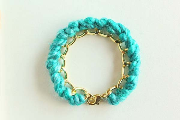 Yarn-Wrapped Bracelet #DIY #Christmas #gifts #trendypins