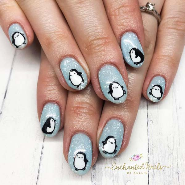Penguin on Snow Base Christmas Nails #Christmas #nails #trendypins