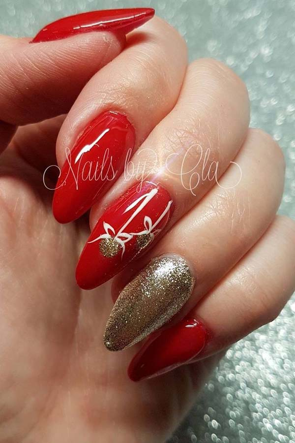 Red Base Gold Flowers Christmas Nails #Christmas #nails #trendypins