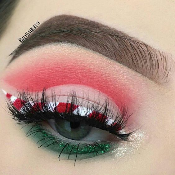 Candy Cane Eyeliner and Green Red Eyeshadows #Christmas #makeup #beauty #trendypins
