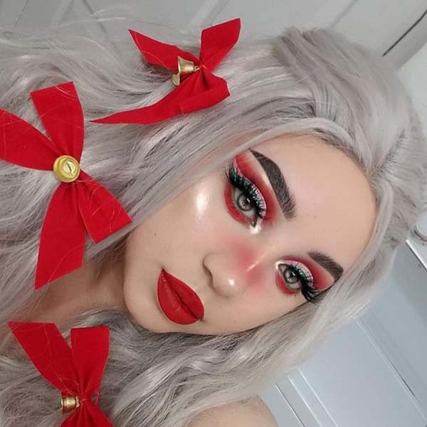 Christmas-Makeup-Look-with-Red-Ribbons-in-Hair