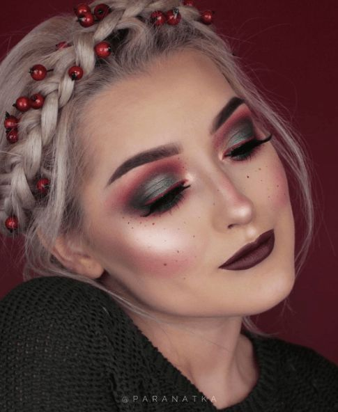 Christmas Wreath Hairstyle and Makeup #Christmas #makeup #beauty #trendypins
