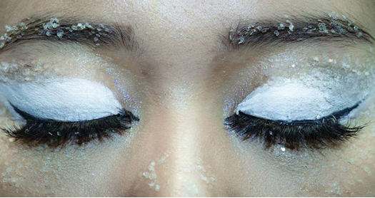Frosty Eyes with White Eyeshadow and Crystals #Christmas #makeup #beauty #trendypins