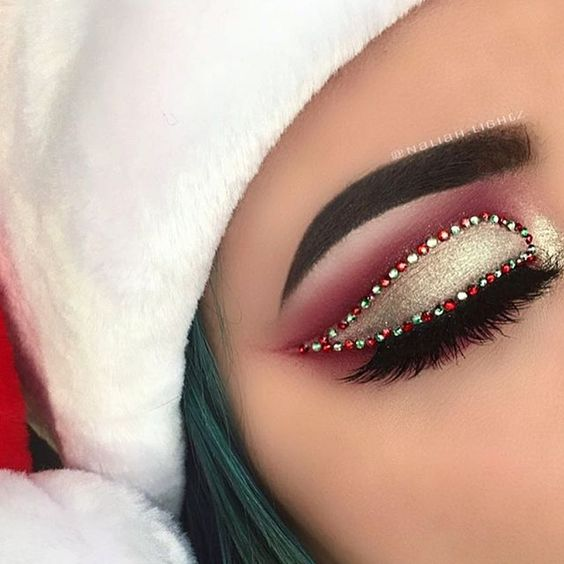 Red Green Stones on Gold Glitter Eyeshadows #Christmas #makeup #beauty #trendypins