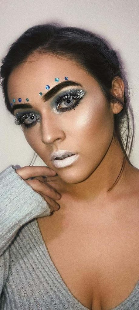 Snow Lips, Frozen Eyeshadows and Rhinestones Christmas Makeup Look #Christmas #makeup #beauty #trendypins
