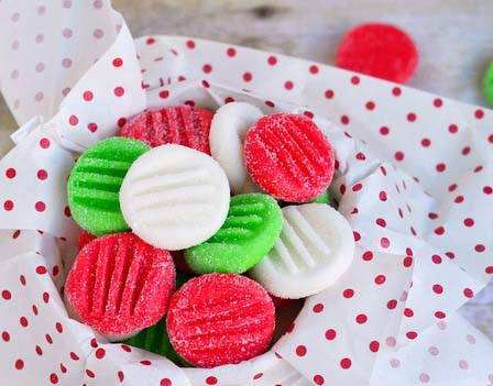 Easy Christmas Peppermint Patties #Christmas #candy #recipes #trendypins