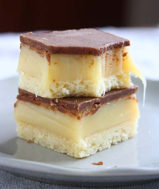 Millionaire's Bars #Christmas #candy #recipes #trendypins