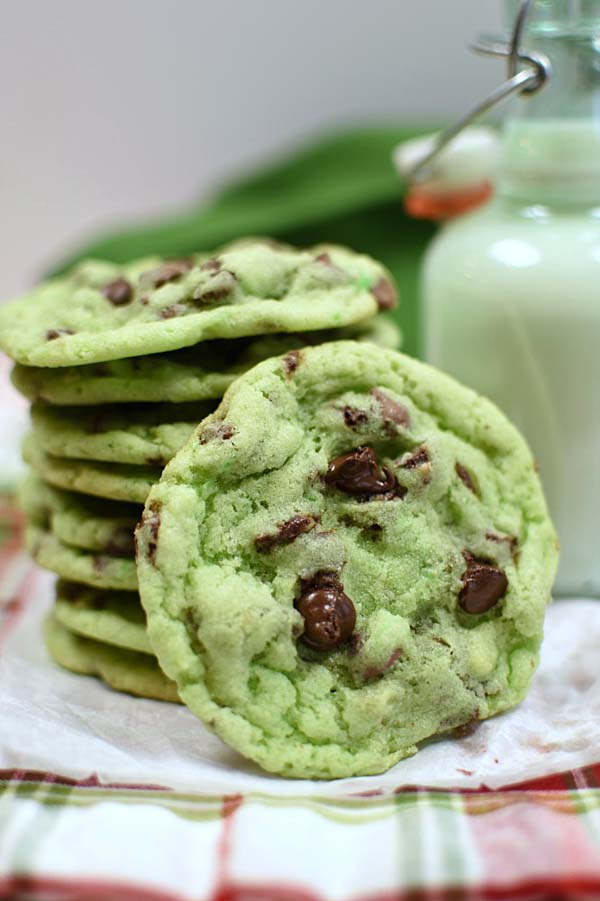 Mint Chip Sugar Cookies #Christmas #cookie #recipes #trendypins