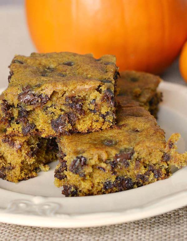 Pumpkin Chocolate Chip Bars #Christmas #cookie #recipes #trendypins