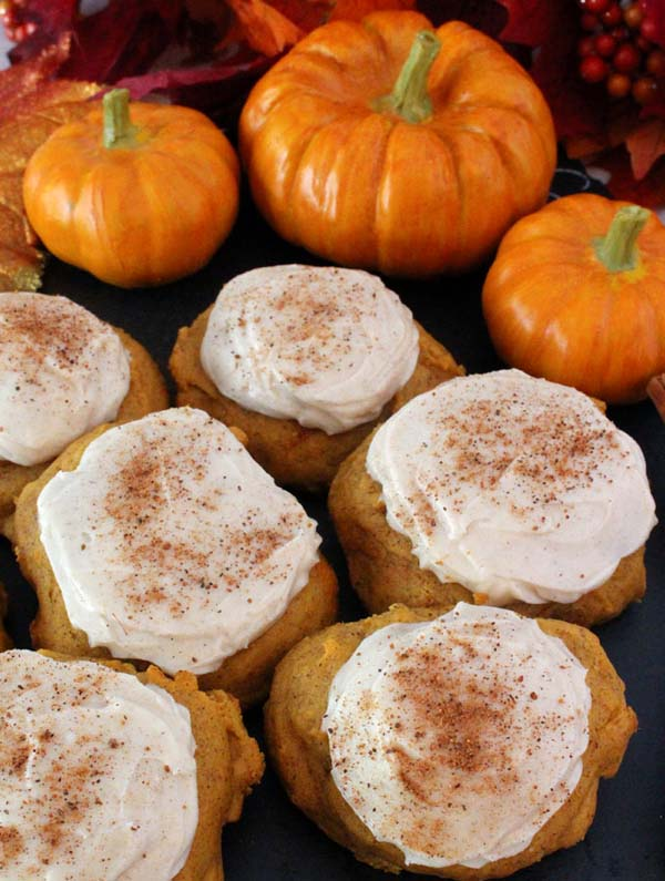 Pumpkin Spice Cookies with Cinnamon Cream Cheese Frosting #Christmas #cookie #recipes #trendypins