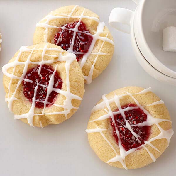 Raspberry Almond Shortbread Thumbprints #Christmas #cookie #recipes #trendypins