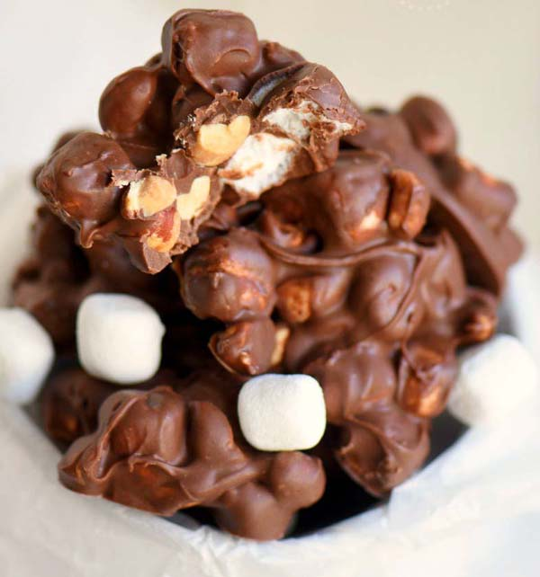 Rocky Road Peanut Clusters #Christmas #candy #recipes #trendypins