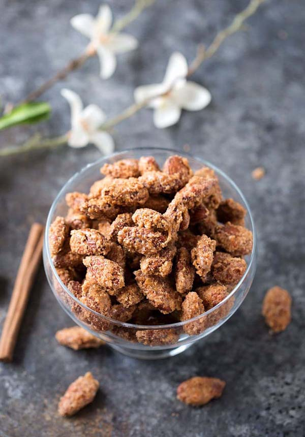 Vanilla Cinnamon Candied Almonds #Christmas #candy #recipes #trendypins