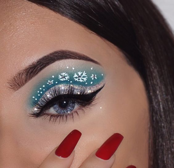 Winter Color Based Shadows and White Snowflakes #Christmas #makeup #beauty #trendypins