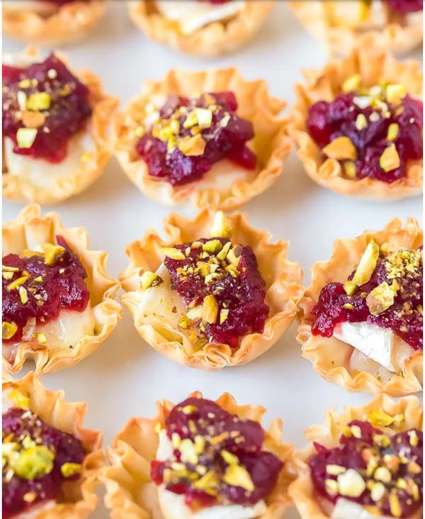 Baked Brie Bites with Cranberry Sauce #Christmas #recipes #dinner #trendypins
