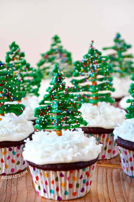 Chocolate Christmas Tree Cupcakes with Cream Cheese Frosting #Christmas #recipes #dinner #trendypins