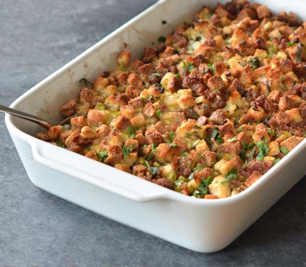Easy Sausage and Herb Stuffing #Christmas #recipes #dinner #trendypins