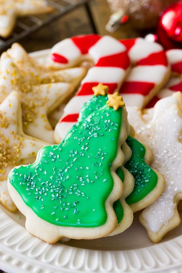 Easy Sugar Cookie Recipe with Icing #Christmas #recipes #dinner #trendypins