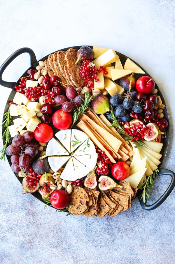 Holiday Cheese Board #Christmas #recipes #dinner #trendypins