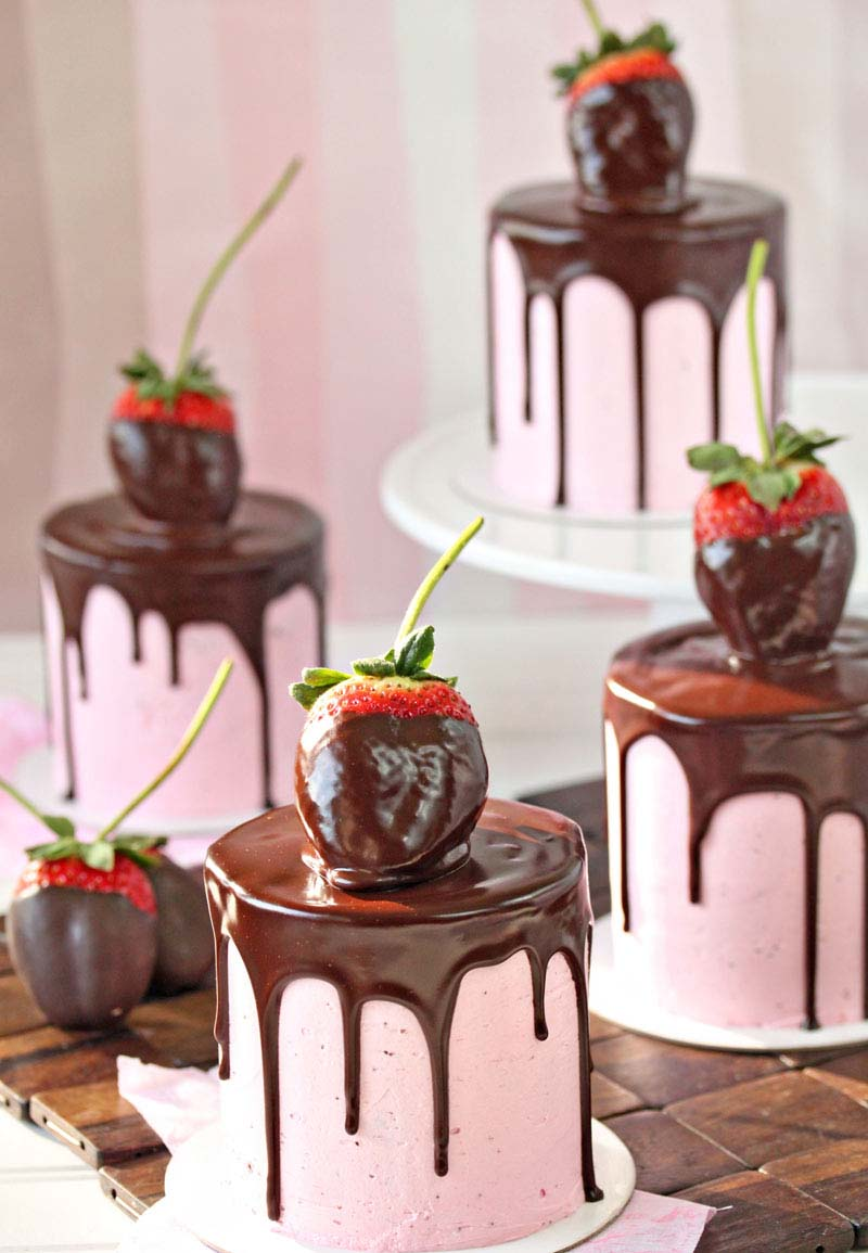 Chocolate Covered Strawberry Cakes #Valentine's Day #recipes #cakes #trendypins