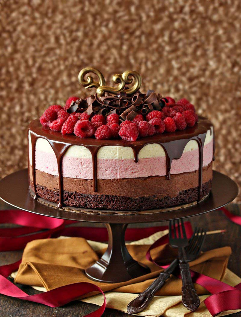 Chocolate Raspberry Mousse Cake #Valentine's Day #recipes #cakes #trendypins