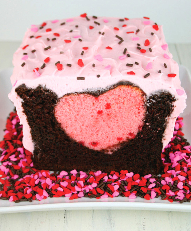 Chocolate Strawberry Surprise Inside Cake #Valentine's Day #recipes #cakes #trendypins
