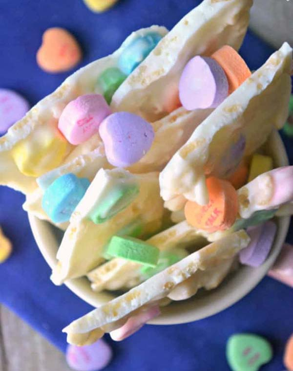 Conversation Heart Krispie Bark #Valentine's Day #recipes #treats #trendypins