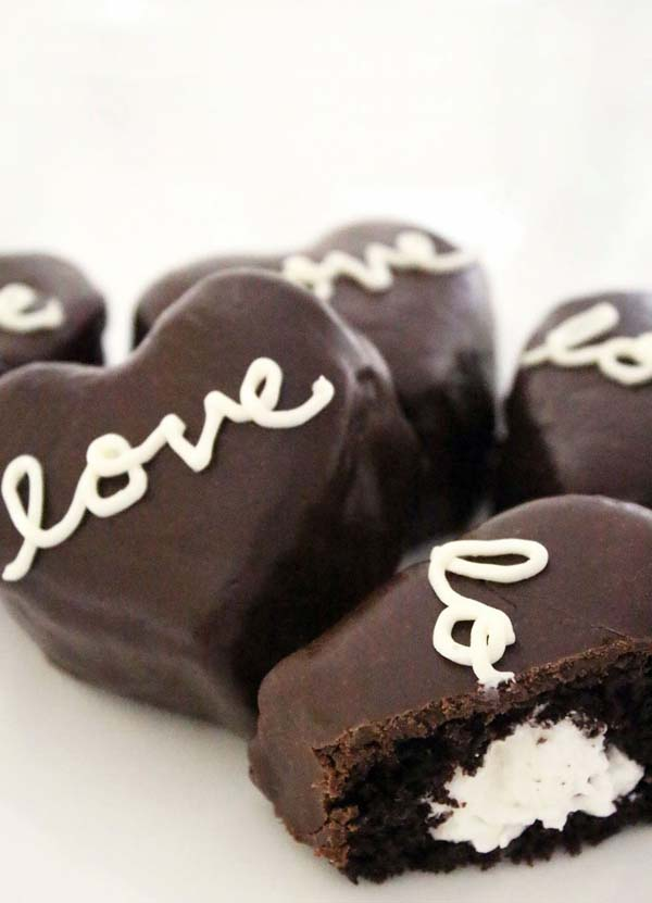 Cream Filled Chocolate Heart-Shaped Cakes #Valentin's Day #recipes #cakes #trendypins