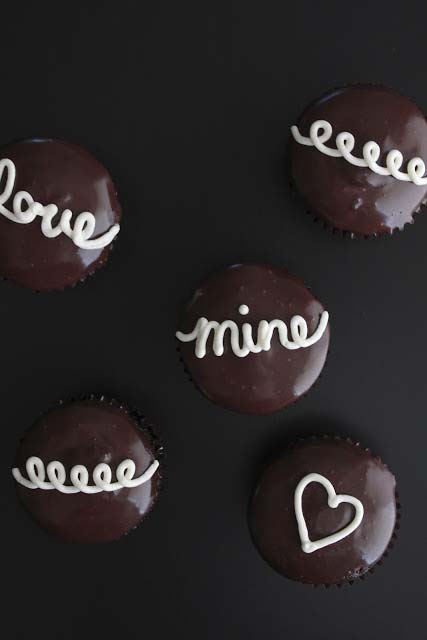 Cream Filled Hostess Style Cupcakes #Valentine's Day #recipes #cupcakes #trendypins