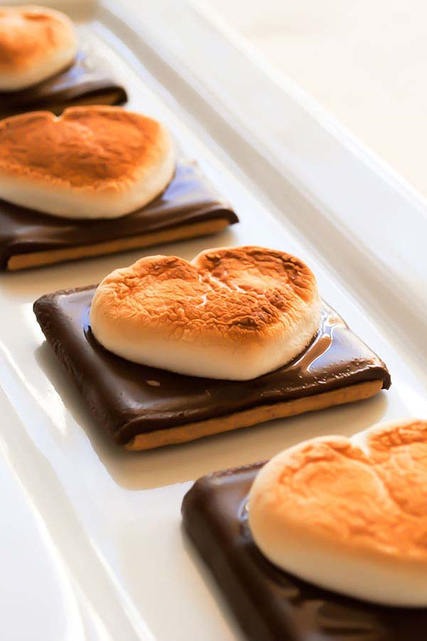 Heart S'mores #Valentine's Day #recipes #treats #trendypins