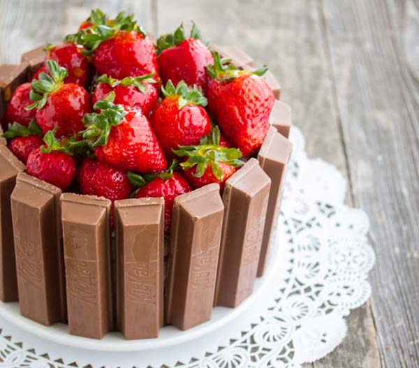 Kit Kat Cake #Valentin's Day #recipes #cakes #trendypins