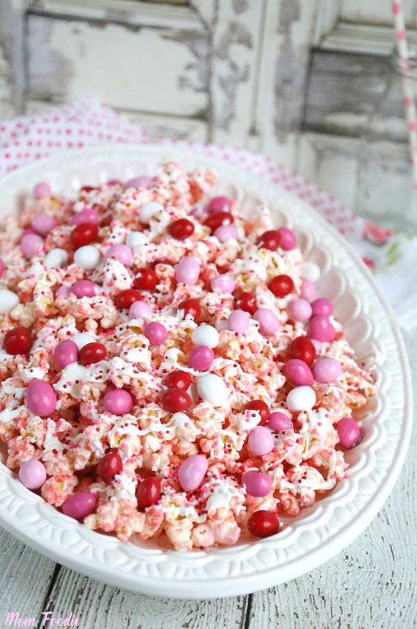 Pink Chocolate Covered Popcorn #Valentine's Day #recipes #treats #trendypins