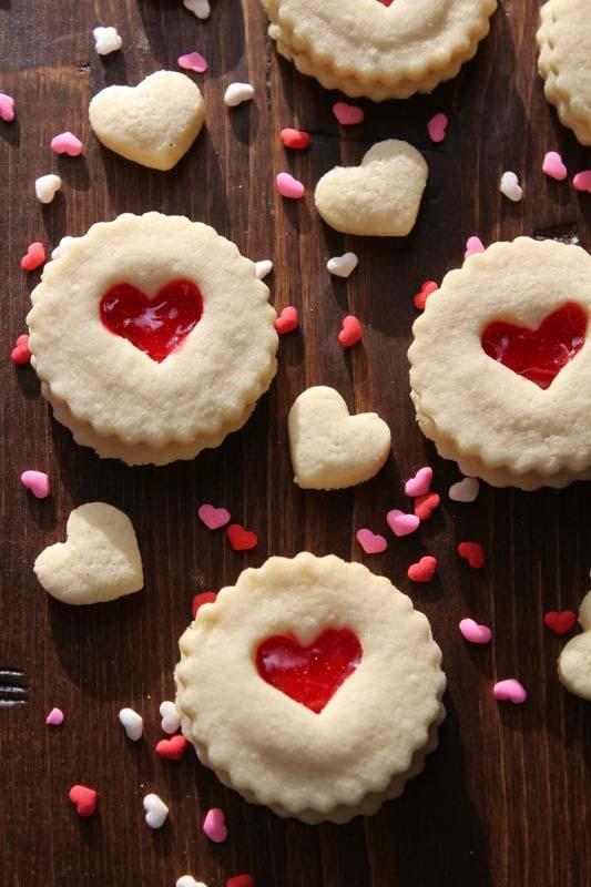 Red Heart Valentine's Day Cookies #Valentine's Day #recipes #desserts #trendypins