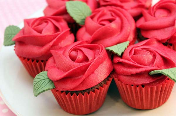 Red Rose Cupcakes #Valentine's Day #recipes #cupcakes #trendypins