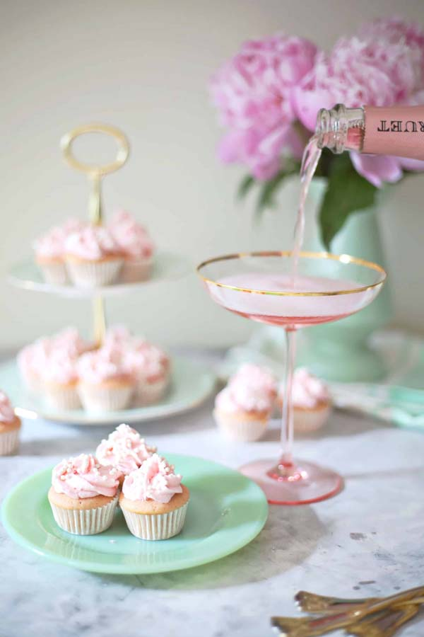 Rose Champagne Mini Cupcakes #Valentine's Day #recipes #cupcakes #trendypins