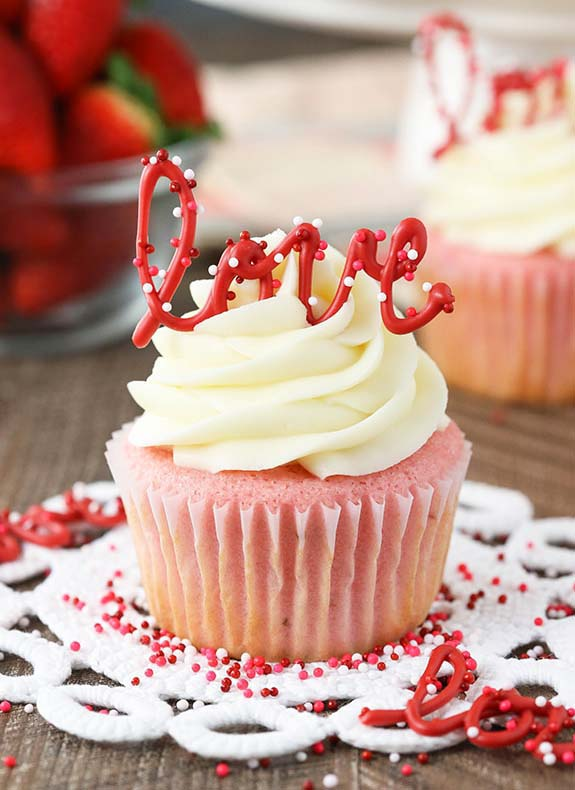 Strawberry Cupcakes with Cream Cheese Frosting #Valentine's Day #recipes #desserts #trendypins