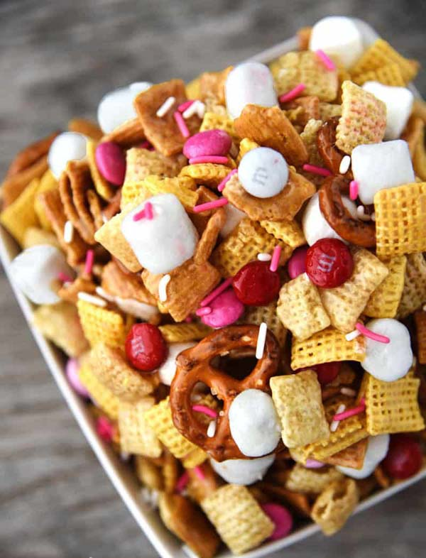 Valentine's Day Chex Mix #Valentine's Day #recipes #treats #trendypins