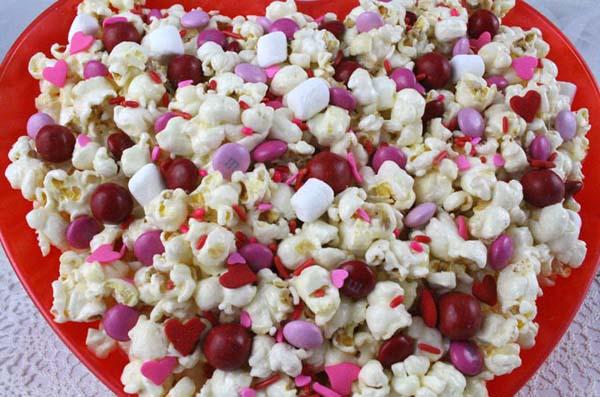Valentine's Day Popcorn #Valentine's Day #recipes #treats #trendypins