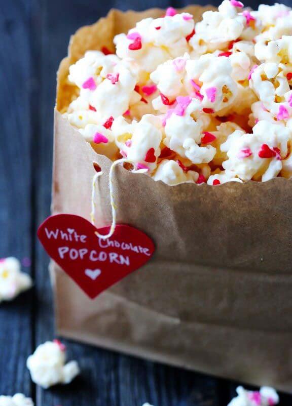 Valentine's Day White Chocolate Popcorn #Valentine's Day #recipes #treats #trendypins