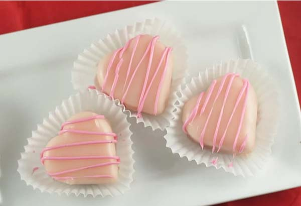 Valentine's Heart Petit Fours #Valentine's Day #recipes #cakes #trendypins