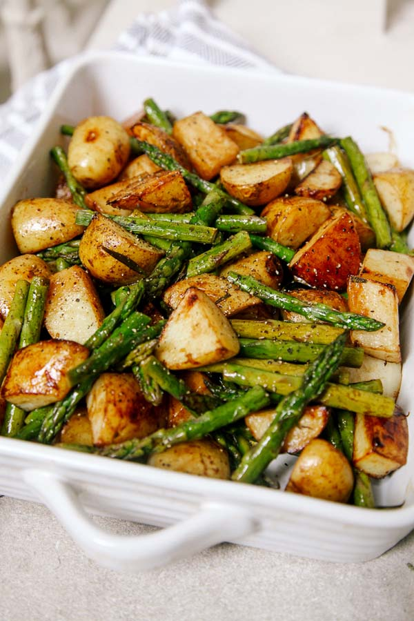Balsamic Roasted New Potatoes with Asparagus #Easter #dinner #recipes #trendypins