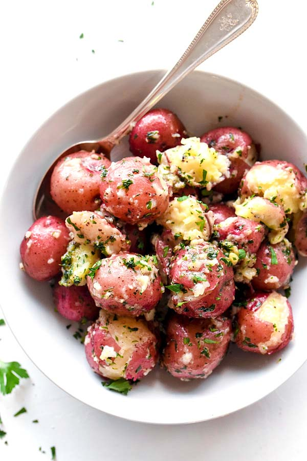 Buttery Parsley Potatoes #Easter #dinner #recipes #trendypins
