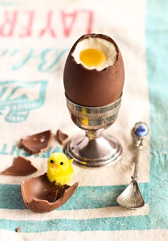 Cheesecake Filled Chocolate Easter Eggs #Easter #treats #recipes #trendypins