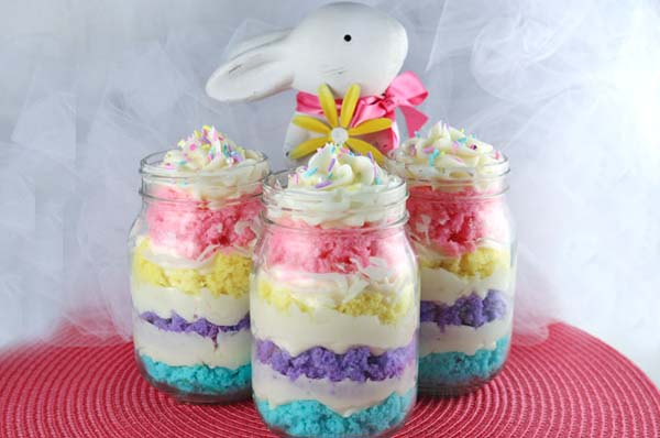 Easter Cupcakes in a Jar #Easter #treats #recipes #trendypins