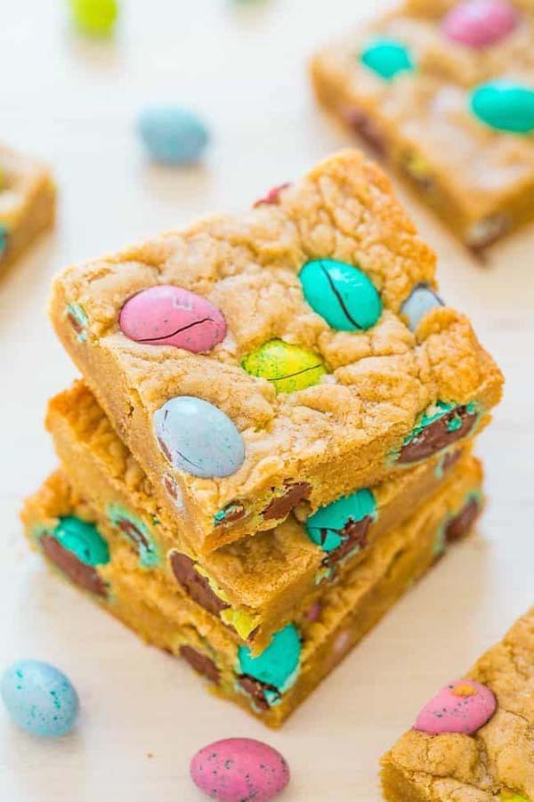 Easter Egg Blondies #Easter #treats #recipes #trendypins