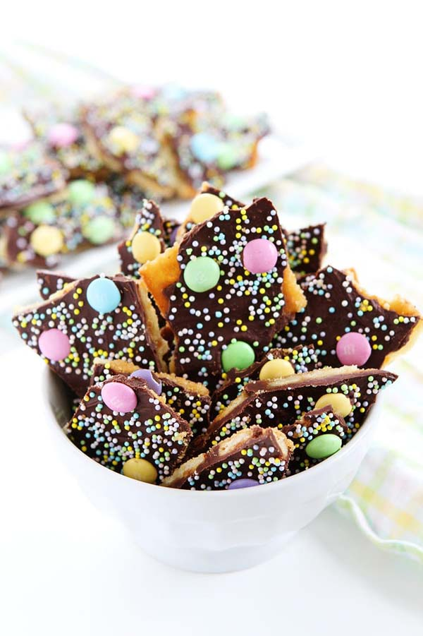 Easter Saltine Toffee #Easter #treats #recipes #trendypins