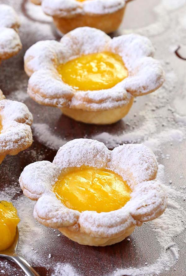 Flower Mini Lemon Tarts #Easter #treats #recipes #trendypins