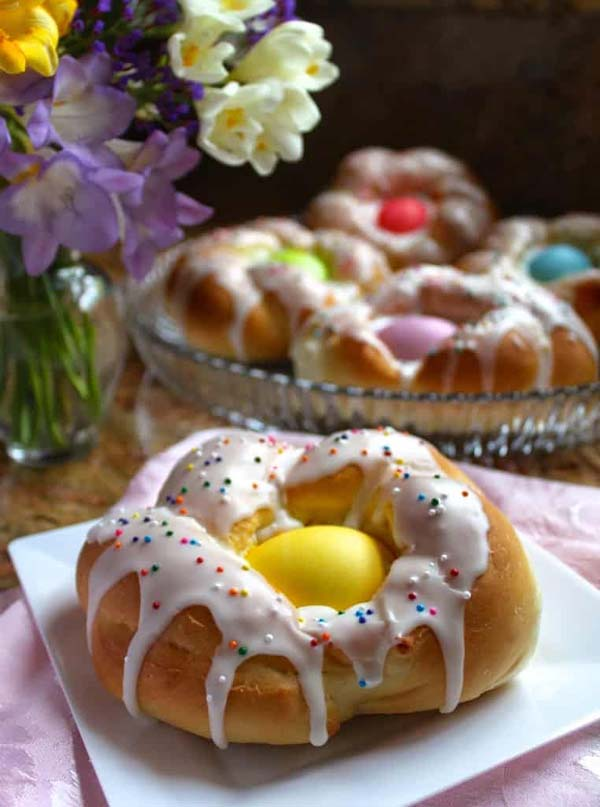 Individual Italian Easter Bread Rings #Easter #dinner #recipes #trendypins